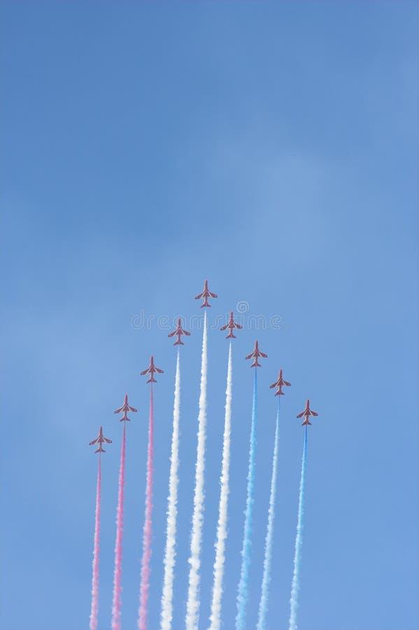 красный цвет образования полета стрелок стоковые фотографии rf