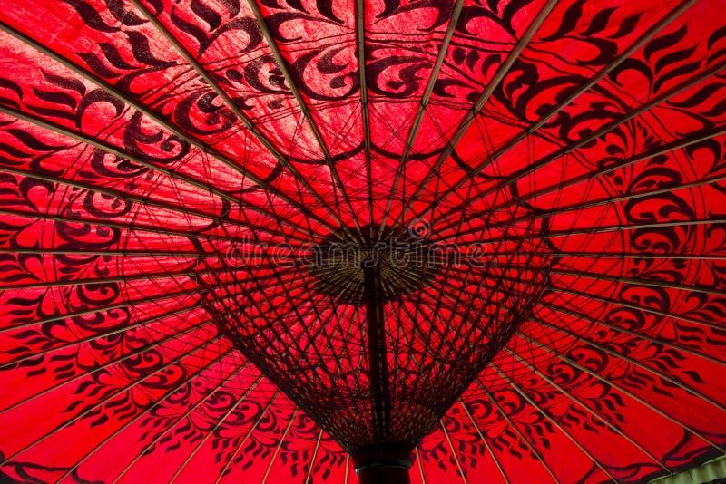красный цвет парасоля стоковое фото rf