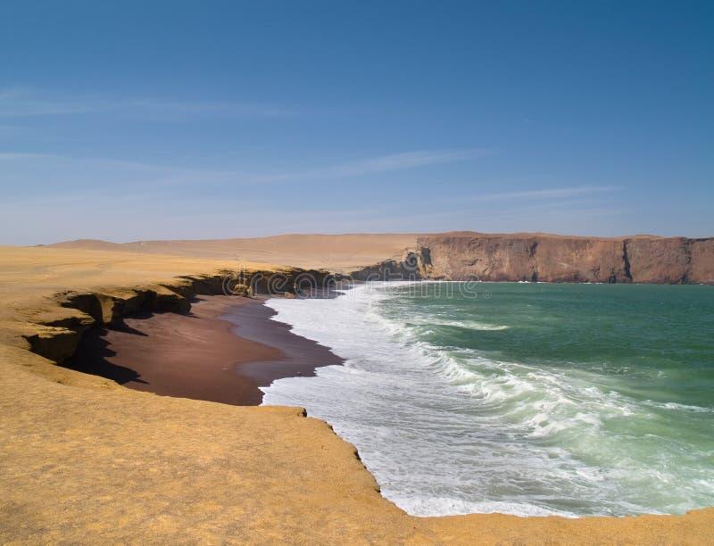 красный цвет Перу paracas пляжа стоковое фото rf