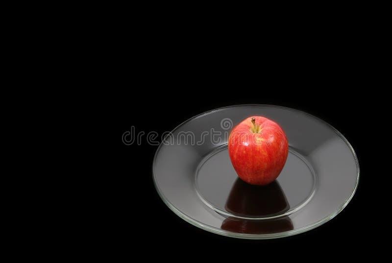 красный цвет плиты яблока Стоковая Фотография