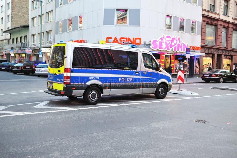 красный цвет полиций frankfurt заречья автомобиля стоковое фото