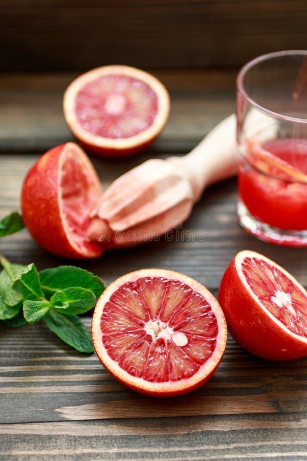 красный цвет померанцев Кровопролитные сицилийские апельсины Варить свежий сок стоковое изображение rf