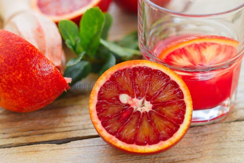 красный цвет померанцев Кровопролитные сицилийские апельсины Варить свежий сок стоковые изображения rf