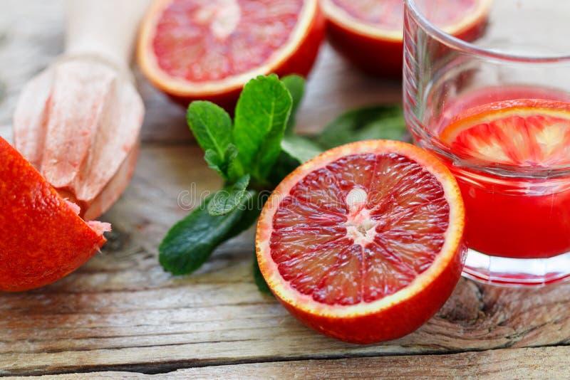красный цвет померанцев Кровопролитные сицилийские апельсины Варить свежий сок стоковое фото rf