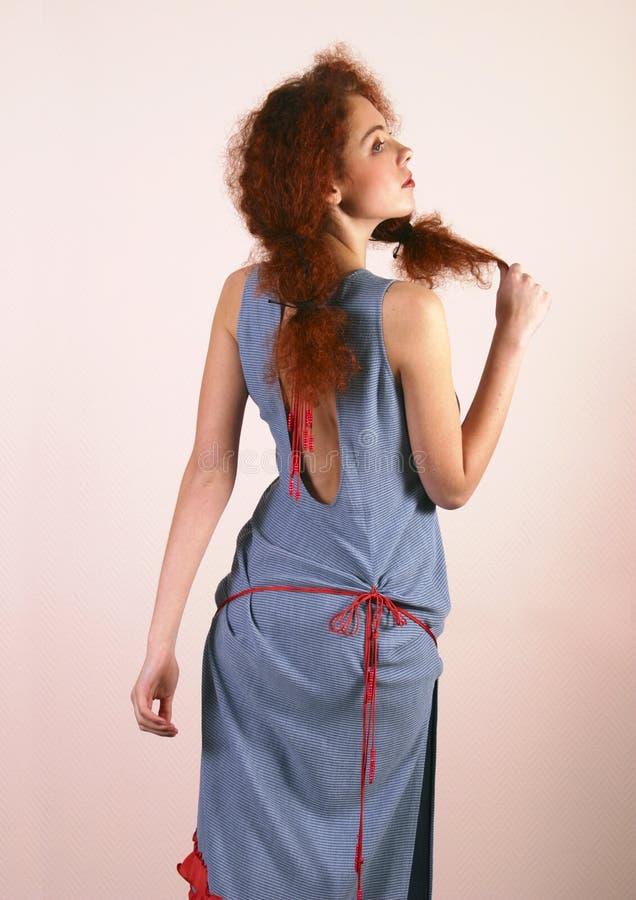 красный цвет портрета волос девушки стоковые фотографии rf