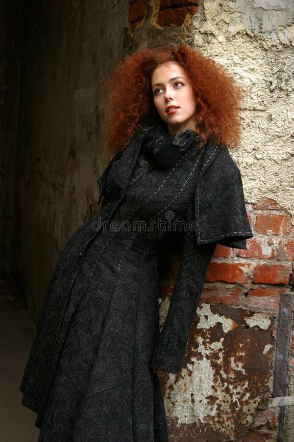 красный цвет портрета волос девушки стоковое фото