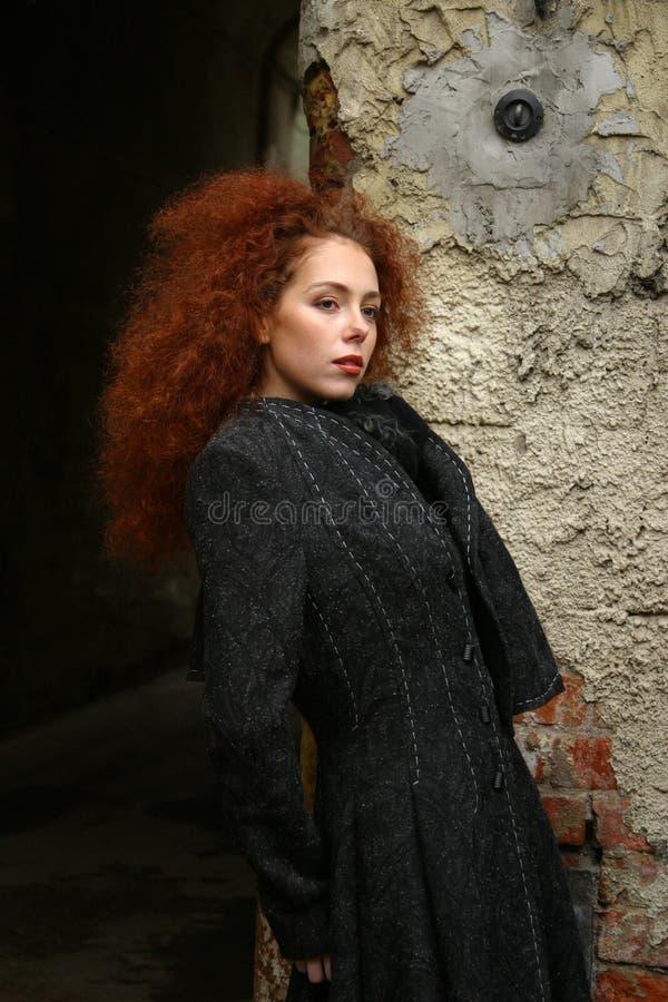 красный цвет портрета волос девушки стоковые фото