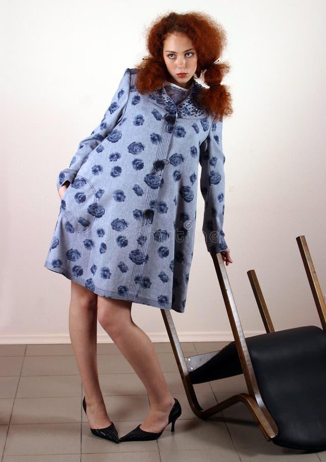 красный цвет портрета волос девушки стоковая фотография rf