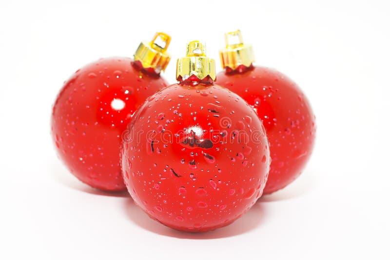 Download красный цвет рождества шариков Стоковое Фото - изображение насчитывающей closeup, изолировано: 6852092