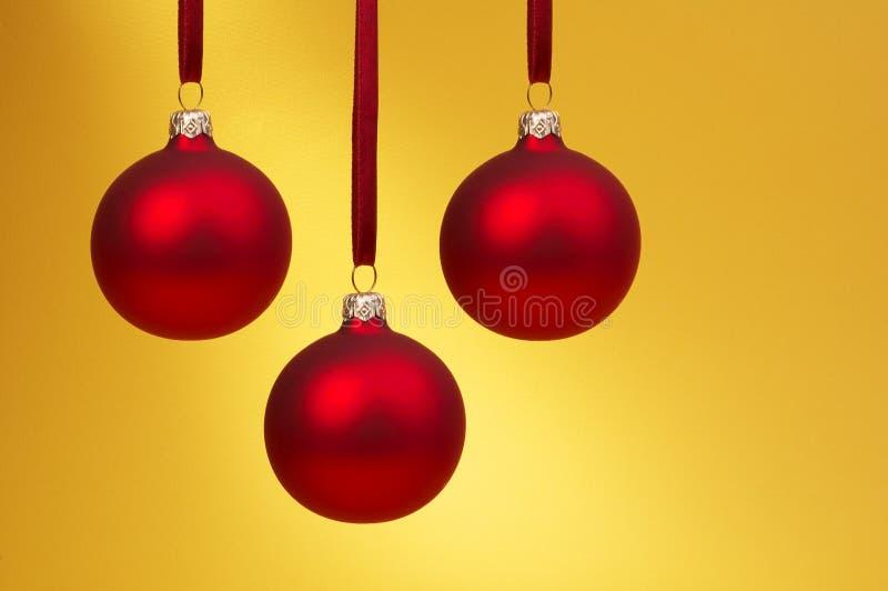 красный цвет рождества baubles стоковое изображение rf
