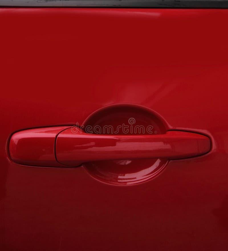 красный цвет ручки двери автомобиля стоковое изображение