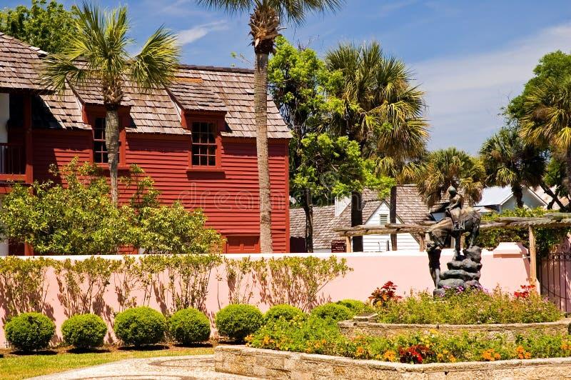 красный цвет сада здания старый стоковое фото rf