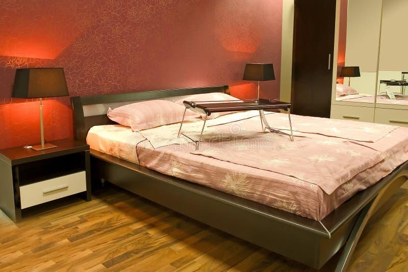 красный цвет спальни нутряной самомоднейший стоковое фото