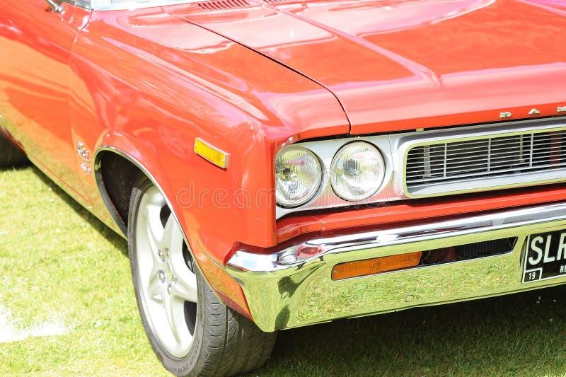 красный цвет фронта античного автомобиля стоковое изображение rf