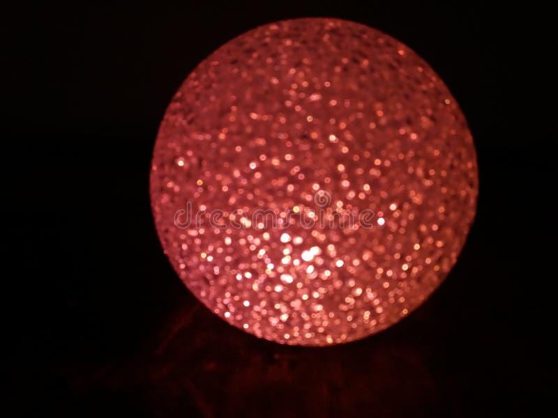 красный цвет шарика кристаллический стоковая фотография rf