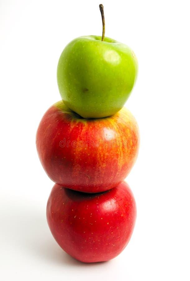 красный цвет яблок зеленый стоковое изображение rf