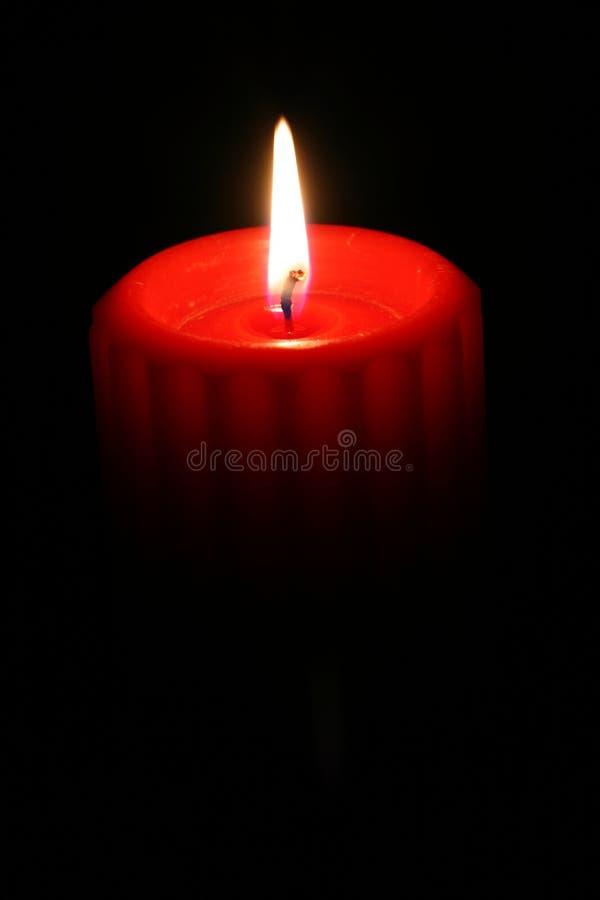 красный цвет 1 свечки стоковая фотография rf