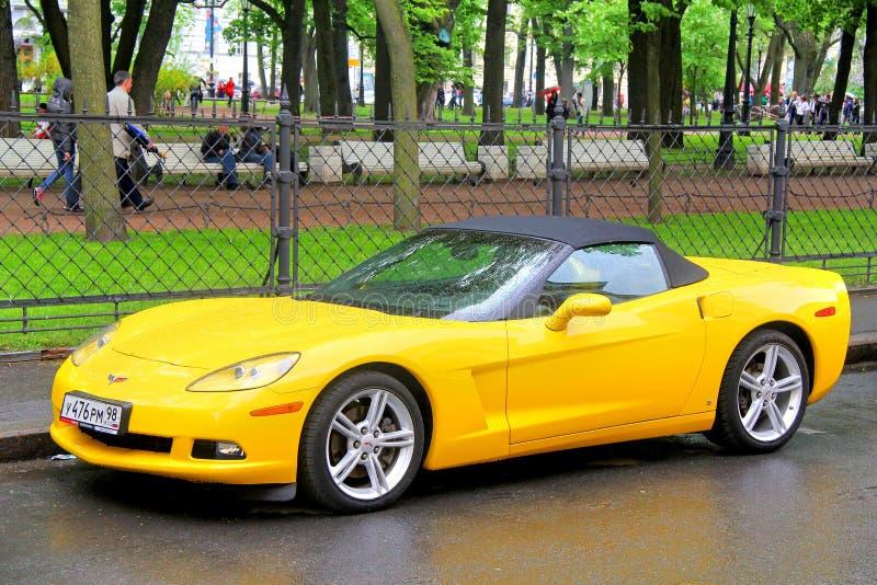 красный цвет chevrolet классический corvette автомобиля стоковые фотографии rf