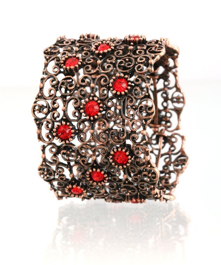 красный цвет gemstone bangle стоковое фото