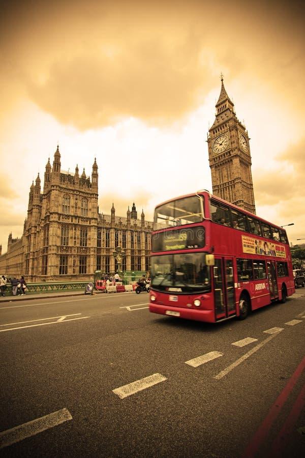 красный цвет london шины стоковые изображения rf