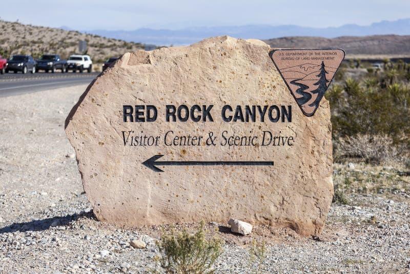 Красный центр для посетителей каньона утеса подписывает внутри Неваду стоковые изображения rf