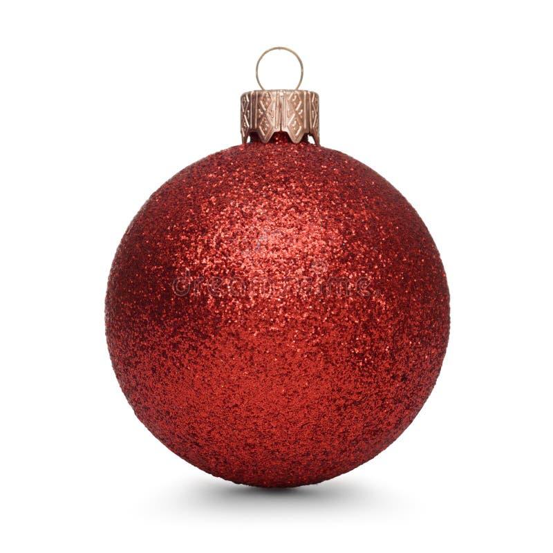 Красный шарик рождества изолированный на белой предпосылке стоковые изображения rf