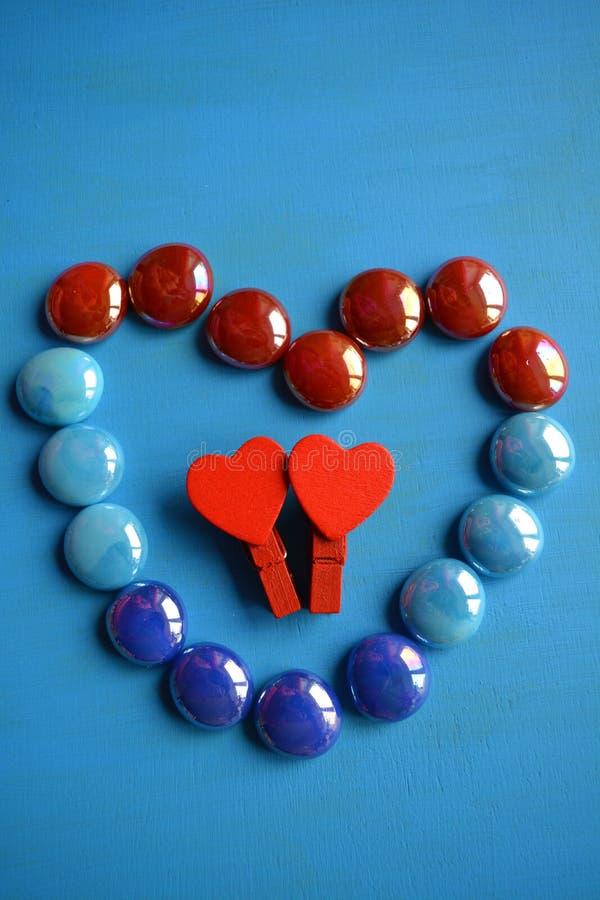 2 красных сердца декоративное и каменного сердце стоковые фотографии rf