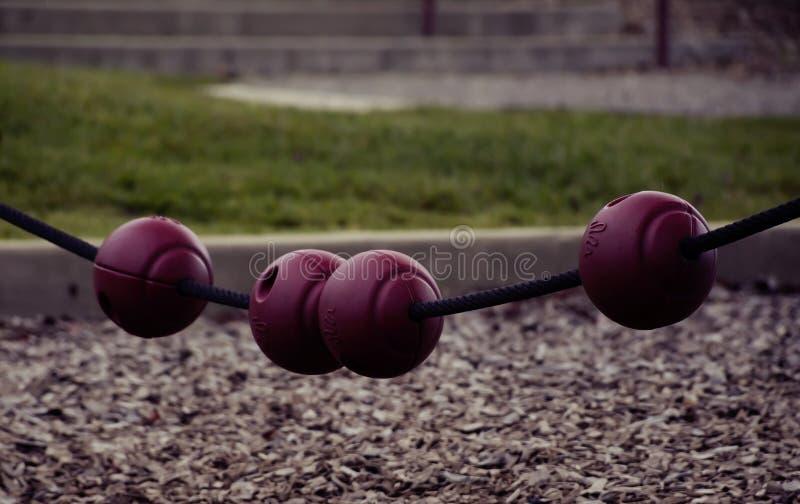 4 красных шарика на строке стоковая фотография