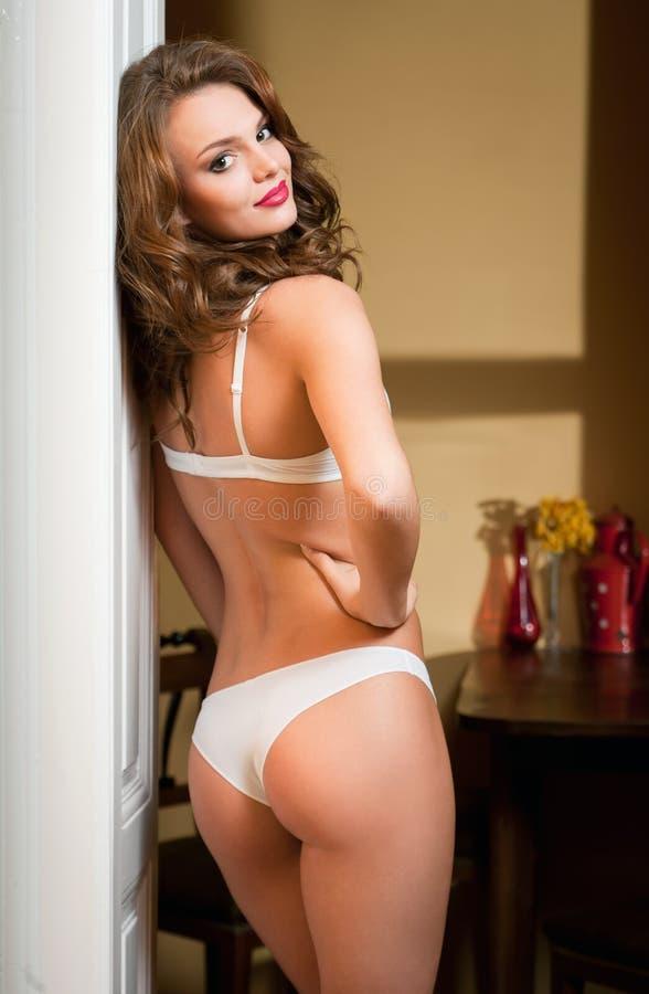 Download Красота женское бельё стоковое фото. изображение насчитывающей портрет - 40587392