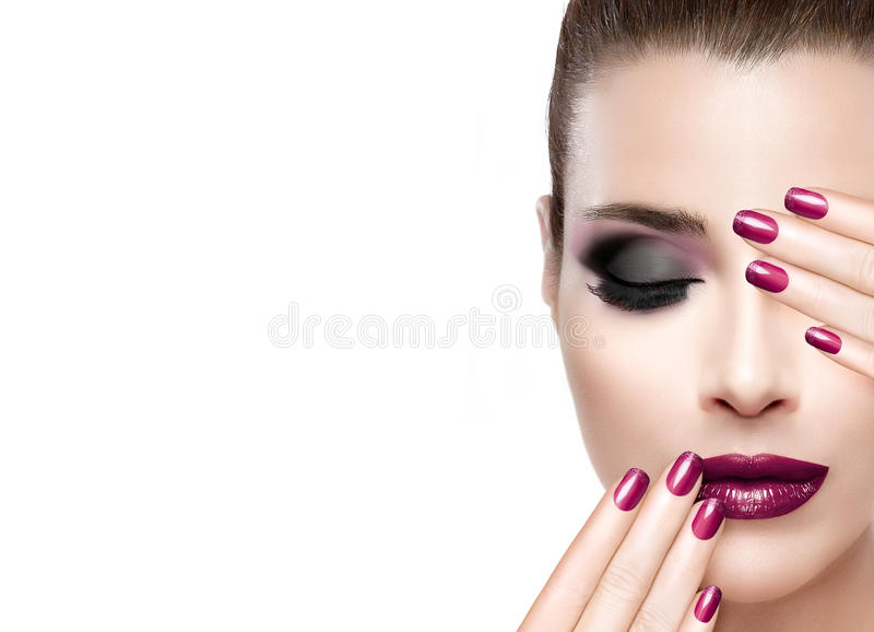 Красота и концепция состава Роскошные ногти и состав стоковое фото rf