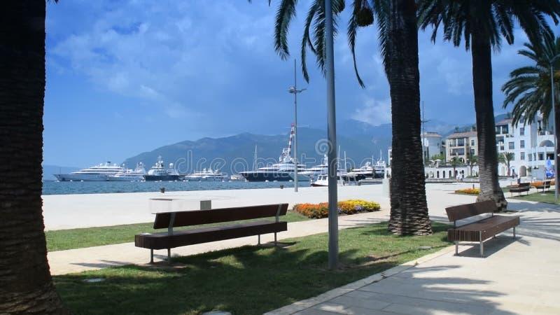 Красота и мир около ` моря, Порту Черногории `, Tivat, залив ` ` Boka Kotorska ` ` Kotor сток-видео
