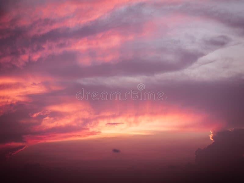 Красота и цвет неба на заходе солнца стоковое изображение rf