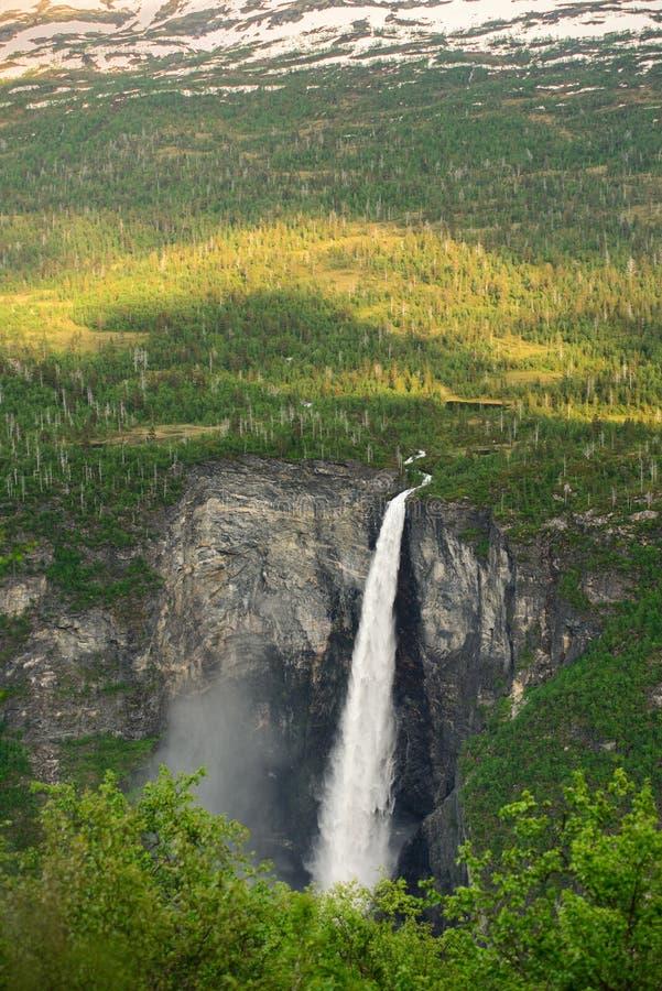 Красота норвежского †Vettisfossen водопада «природы Норвегии стоковое изображение