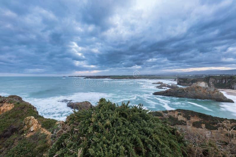 Красота пляжей Астурии стоковые фотографии rf