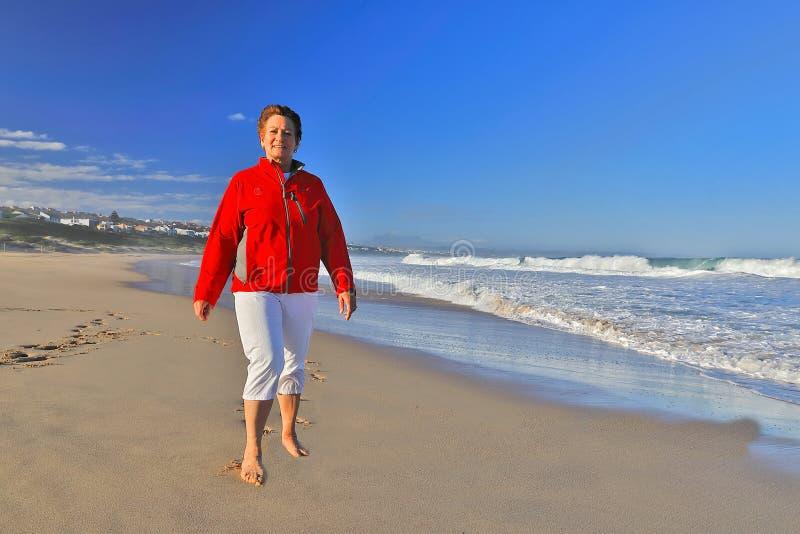 Красота прогулки пляжа стоковые фотографии rf