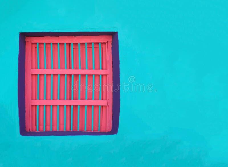 КРАСОЧНАЯ АРХИТЕКТУРА WINDOWS & ДВЕРИ - FLORES, ГВАТЕМАЛА стоковое изображение rf