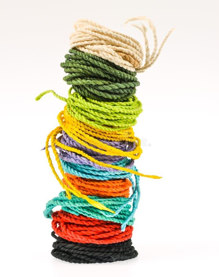 Красочная веревочка сделанная от бумаги шелковицы стоковое фото
