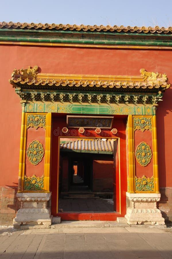 Красочная дверь в запретном городе стоковое фото
