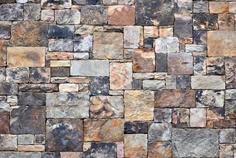 Красочная геометрическая каменная стена стоковое фото rf