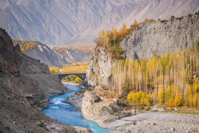 Красочная долина Hunza в осени стоковое фото rf