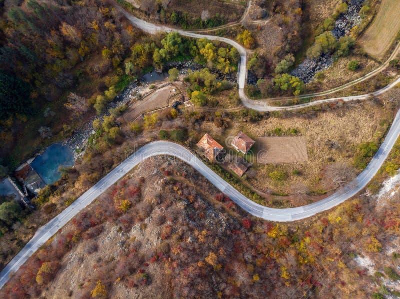 Красочная дорога горы в осени стоковые изображения rf