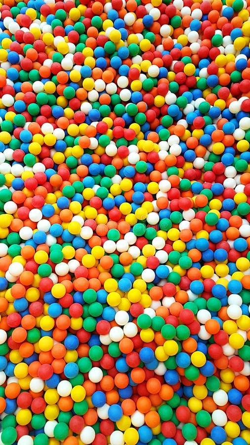 Красочная пластиковая игровая площадка шариков стоковое фото rf