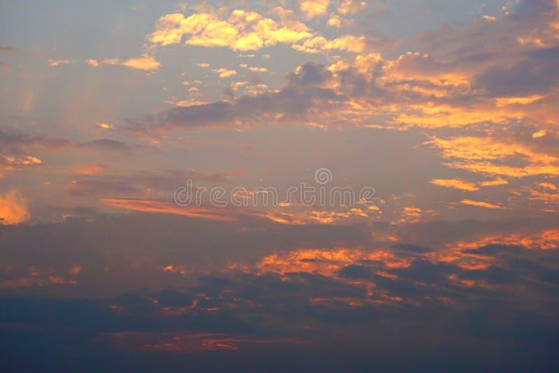 Красочная предпосылка неба и захода солнца облаков стоковая фотография