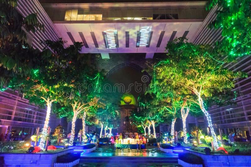 Красочная светлая проекция на Путраджайя Малайзии стоковые фото