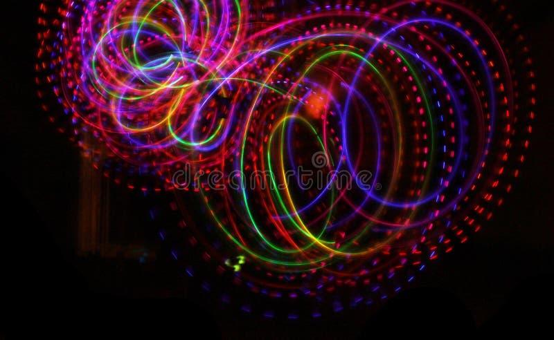 Красочная светлая светящая текстура на черноте бесплатная иллюстрация