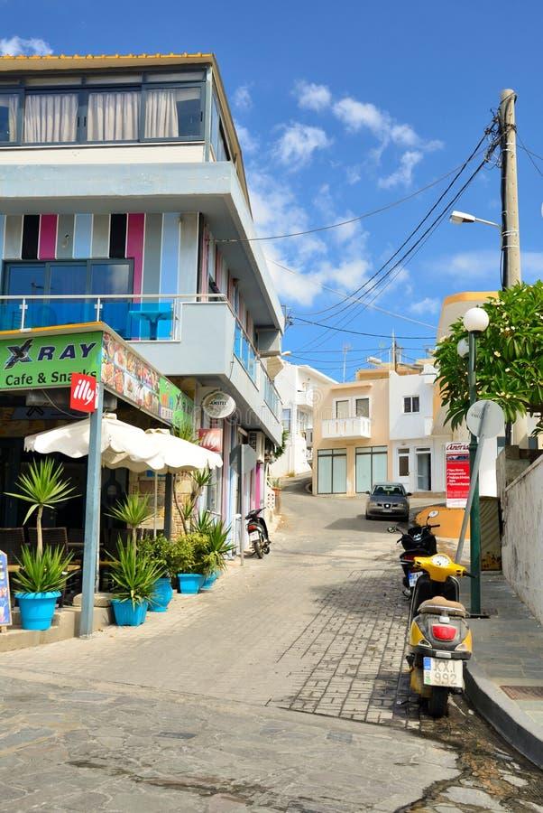 Красочная улица в Kefalos на острове Kos в Греции стоковая фотография