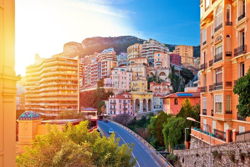 Красочная улица и архитектура взгляда помоха солнца Монако стоковые фото