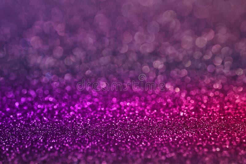 Красочная фиолетовая розовая предпосылка яркого блеска света bokeh для день ` s рождества и Нового Года стоковые изображения