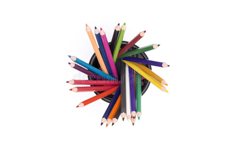 Красочное взгляд сверху карандашей с держателем на белом взгляд сверху предпосылки стоковые фото