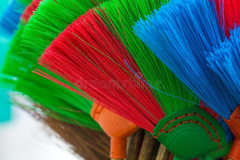 Красочное и картины пластичных веников стоковое изображение rf